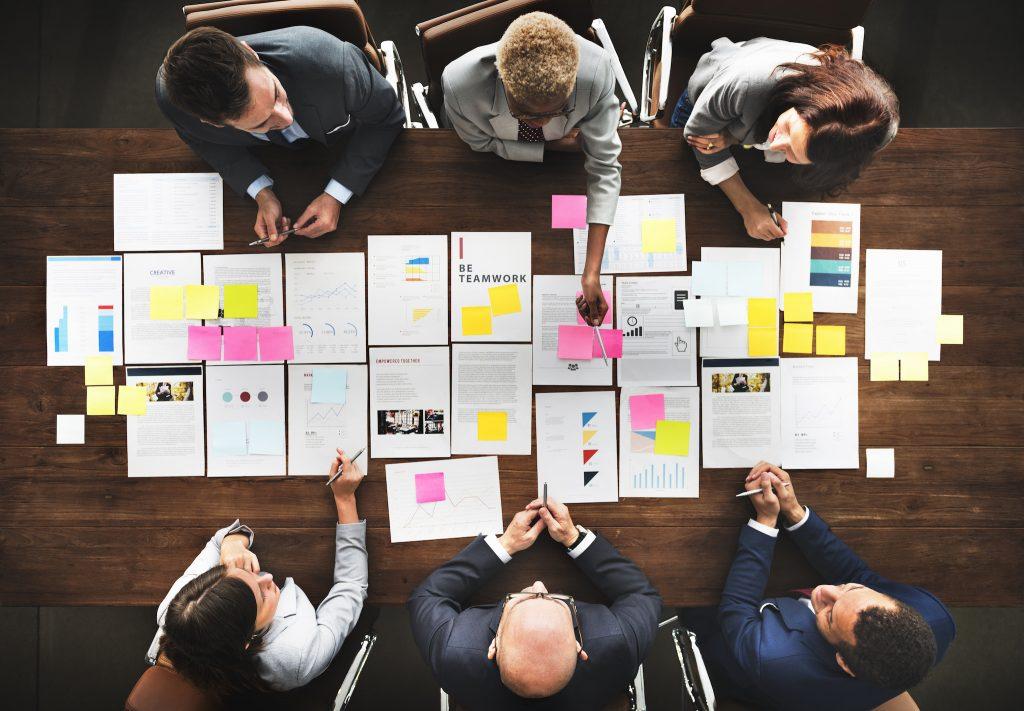 Teamarbeit und Teamführung: Der Sitzungstisch hat ausgedient.